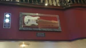Guitare de Alice In Chains au Hard Rock Café à l'intérieur
