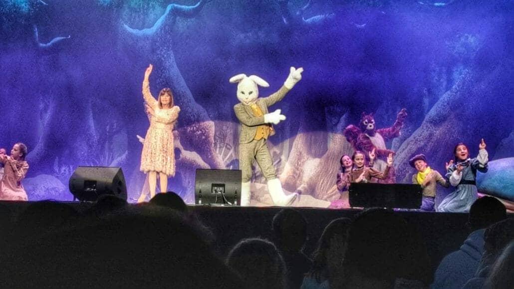 Chantal Goya et Jeannot Lapin pendant le spectacle