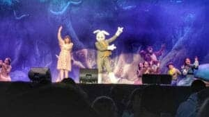 Chantal Goya et Jeannot Lapin pendant le spectacle
