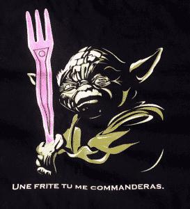 """Image d'illustration d'un tshirt avec Yoda qui tient une fourchette en plastique laser avec ce message """"Une frite tu me commandera"""""""