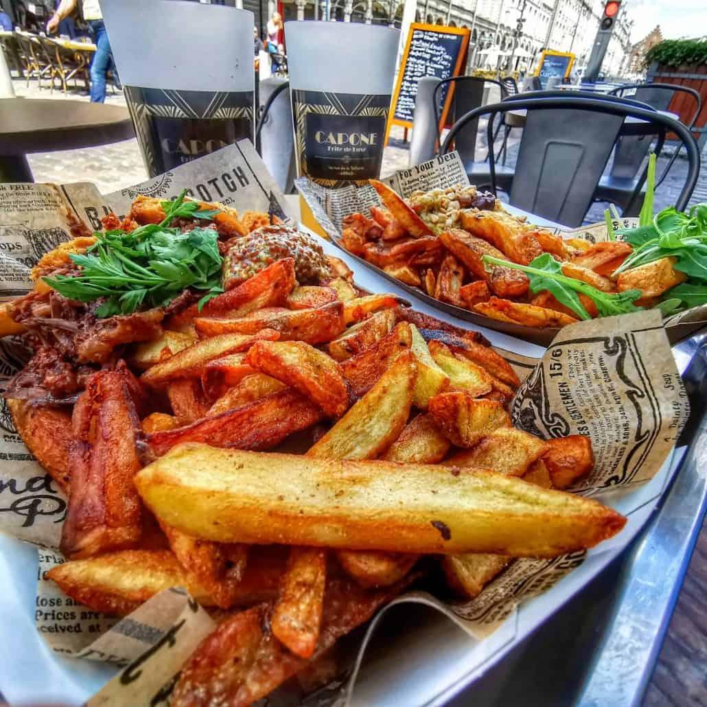Deux barquettes de frites au Capone à Arras
