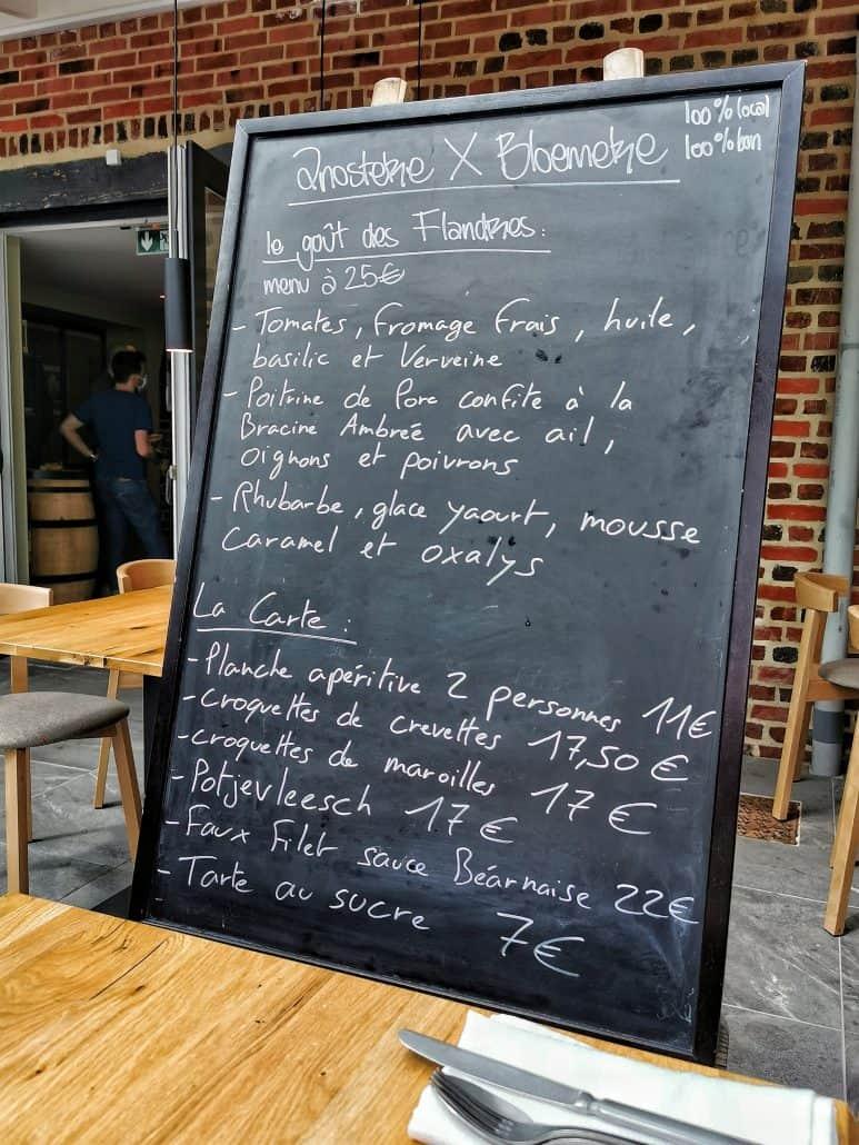 Tableau avec le menu du jour et la carte de l'estaminet