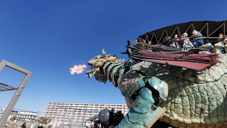 Le dragon crache du feu
